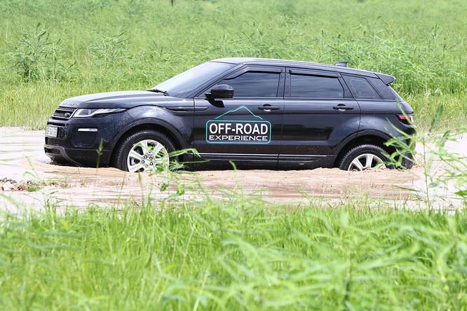 Với Land Rover, một tay mơ cũng có thể trở thành một chuyên gia Off-road ảnh 14