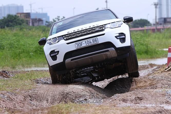 Với Land Rover, một tay mơ cũng có thể trở thành một chuyên gia Off-road ảnh 4