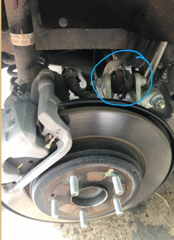 Honda CR-V 2018 bị gỉ sét nghiêm trọng chỉ sau vài tháng sử dụng ảnh 1