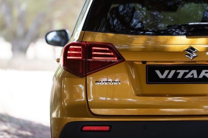 Suzuki công bố Vitara 2019, nội ngoại thất thay đổi nhỏ, thêm 2 động cơ mới ảnh 1