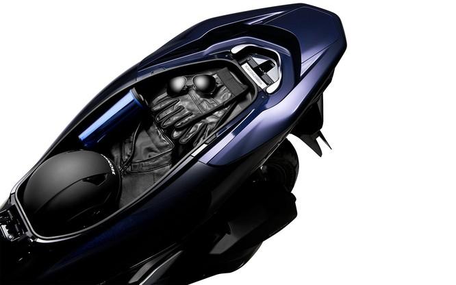 Chỉ tiết kiệm 2% nhiên liệu, cốp bé đi, không ABS, Honda PCX Hybrid có xứng đáng với mức giá 90 triệu ảnh 7