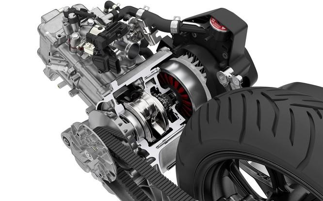 Chỉ tiết kiệm 2% nhiên liệu, cốp bé đi, không ABS, Honda PCX Hybrid có xứng đáng với mức giá 90 triệu ảnh 2