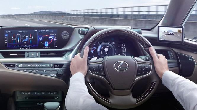 Gương chiếu hậu kỹ thuật số sẽ là trang bị trên Lexus ES 2019 ảnh 5