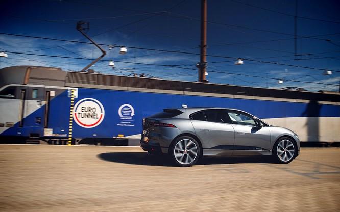 Jaguar I-PACE đang chứng minh xe điện đang ngày càng tốt hơn ảnh 2