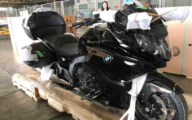 BMW R nineT Spezial và K1600 Grand America bất ngờ xuất hiện tại sân bay Tân Sơn Nhất ảnh 10