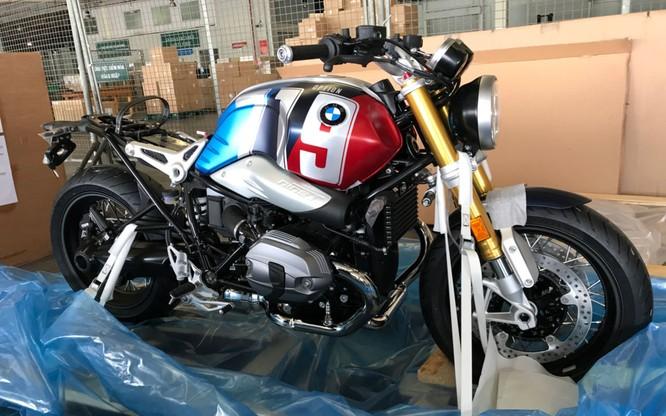 BMW R nineT Spezial và K1600 Grand America bất ngờ xuất hiện tại sân bay Tân Sơn Nhất ảnh 1