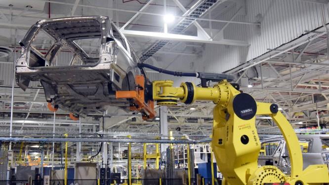 Trong thời đại công nghiệp 4.0, người lao động vẫn rất quan trọng với các nhà sản xuất ô tô ảnh 2