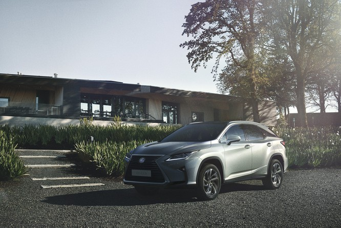 Lexus Việt Nam trình làng RX 350L với 7 chỗ, giá bán 4,090 tỷ đồng ảnh 3