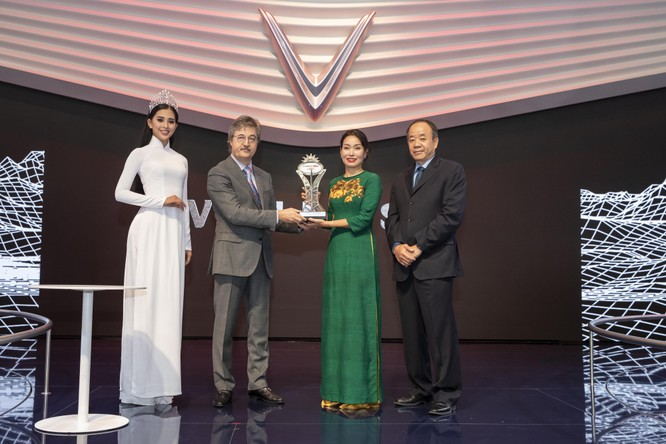 """VinFast ẵm giải thưởng """"Ngôi sao mới"""" tại Paris Motorshow 2018 ảnh 1"""