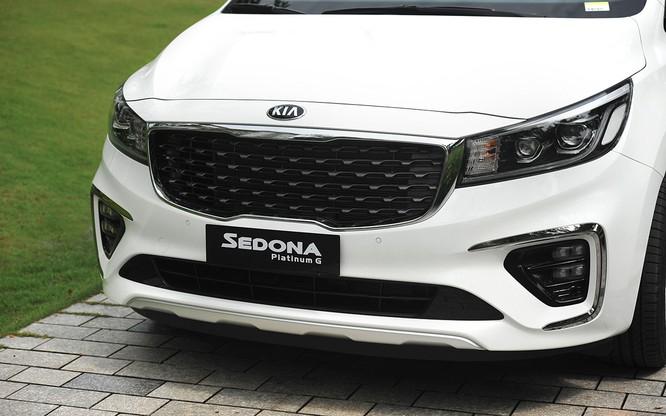 Kia Sedona 2018 bắt đầu được bán chính thức, nhiều nâng cấp, giá từ 1,129 tỷ đồng ảnh 1