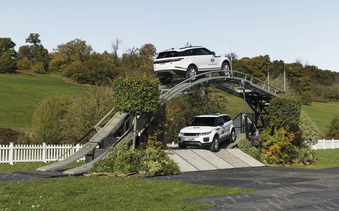 Ngoài trưng bày xe, còn gì đáng để quan tâm tới thương hiệu Land Rover tại VMS 2018 ảnh 1