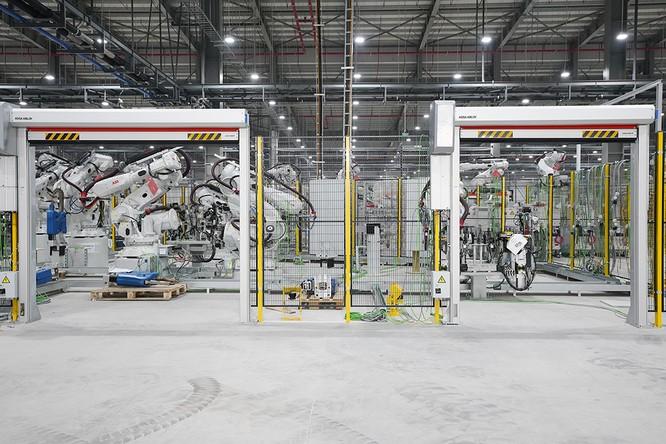 """Chiêm ngưỡng """"binh đoàn"""" Robot tại nhà máy ô tô VinFast ảnh 10"""