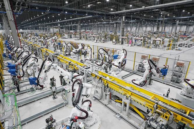 """Chiêm ngưỡng """"binh đoàn"""" Robot tại nhà máy ô tô VinFast ảnh 11"""
