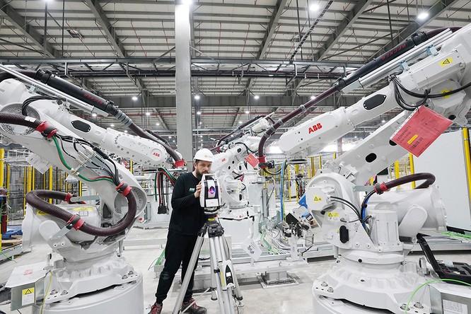"""Chiêm ngưỡng """"binh đoàn"""" Robot tại nhà máy ô tô VinFast ảnh 1"""