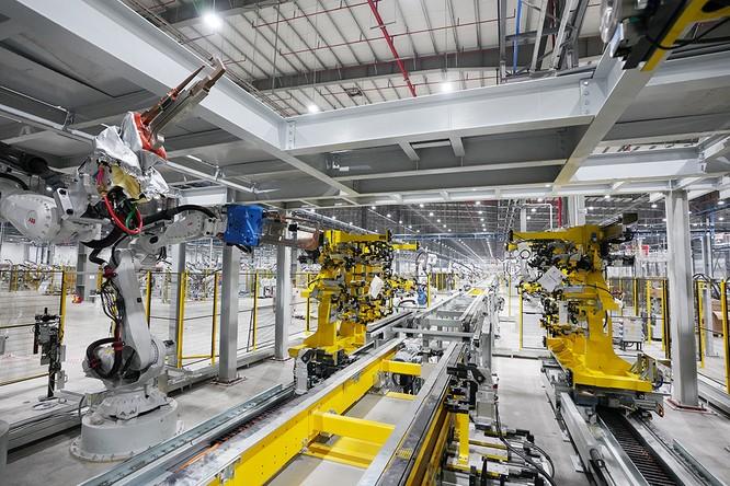 """Chiêm ngưỡng """"binh đoàn"""" Robot tại nhà máy ô tô VinFast ảnh 6"""