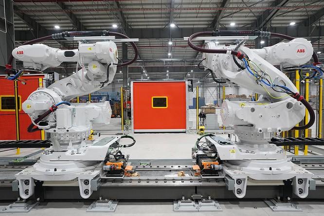 """Chiêm ngưỡng """"binh đoàn"""" Robot tại nhà máy ô tô VinFast ảnh 8"""