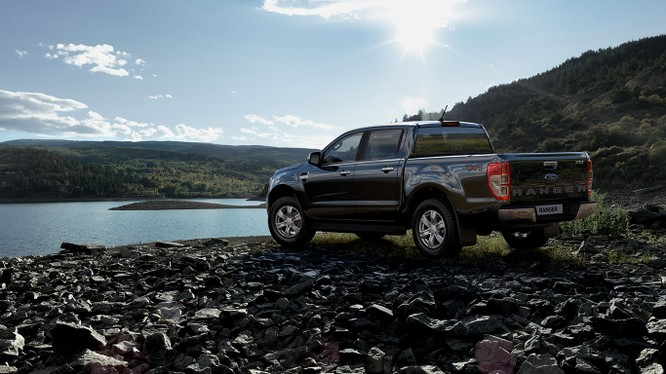 """Ford Ranger và Everest được bổ sung phiên bản tiêu chuẩn, giá """"mềm"""" hơn ảnh 4"""