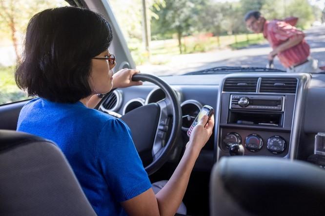 Nếu đang lái xe, xin đừng nhắn tin! ảnh 1