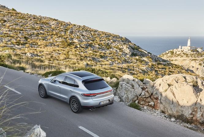"""""""Soi"""" loạt trang bị nổi bật trên Porsche Macan S sắp được bán tại Việt Nam ảnh 2"""