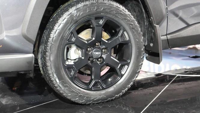 """Toyota RAV4 2020 bỗng """"ngầu hơn"""" nhờ gói độ TRD Offroad ảnh 5"""
