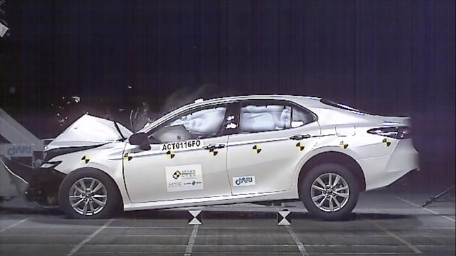 Toyota Camry 2019 giành 5 sao của tổ chức an toàn ASEAN-NCAP ảnh 1