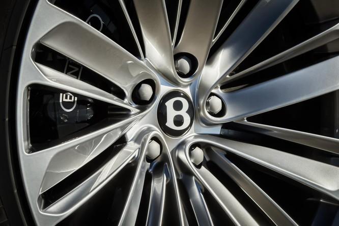 """Chưa thỏa mãn với danh hiệu, Bentley tiếp tục """"bơm"""" thêm sức mạnh cho Bentayga ảnh 4"""