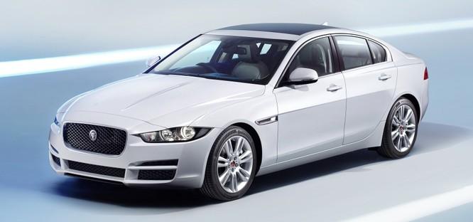 Jaguar XE mới và cũ: Hãy xem những khác biệt! ảnh 2