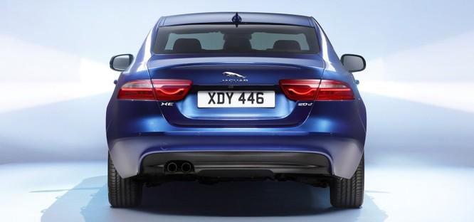 Jaguar XE mới và cũ: Hãy xem những khác biệt! ảnh 4