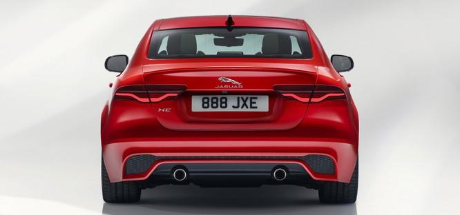 Jaguar XE mới và cũ: Hãy xem những khác biệt! ảnh 3
