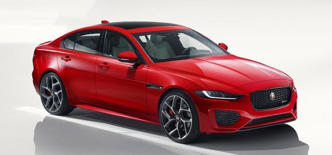 Jaguar XE mới và cũ: Hãy xem những khác biệt! ảnh 1