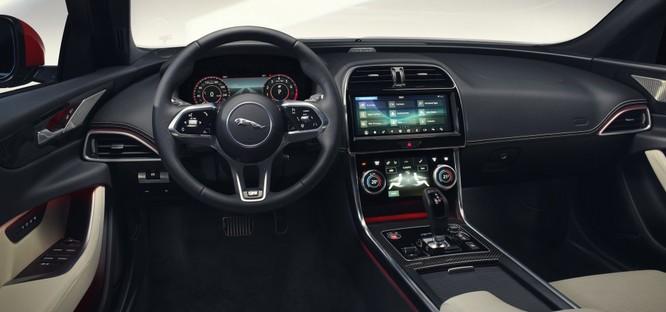 Jaguar XE mới và cũ: Hãy xem những khác biệt! ảnh 7