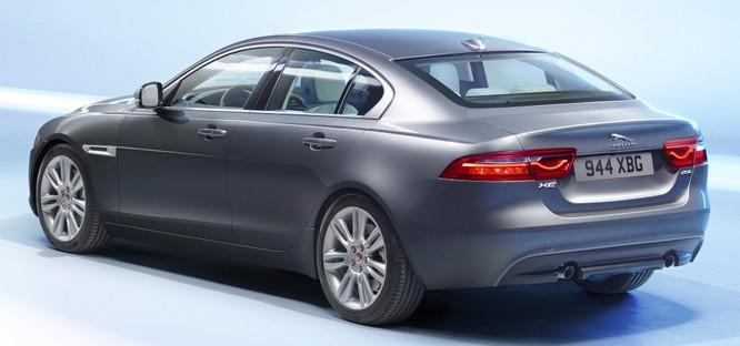 Jaguar XE mới và cũ: Hãy xem những khác biệt! ảnh 6