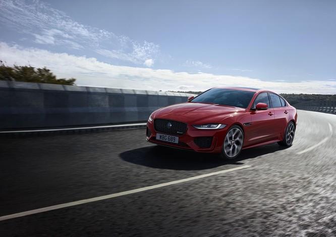 Jaguar XE mới và cũ: Hãy xem những khác biệt! ảnh 11