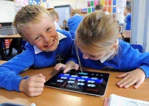 Những trường mầm non Nhật Bản cho trẻ hạ bút màu, cầm iPad - 2