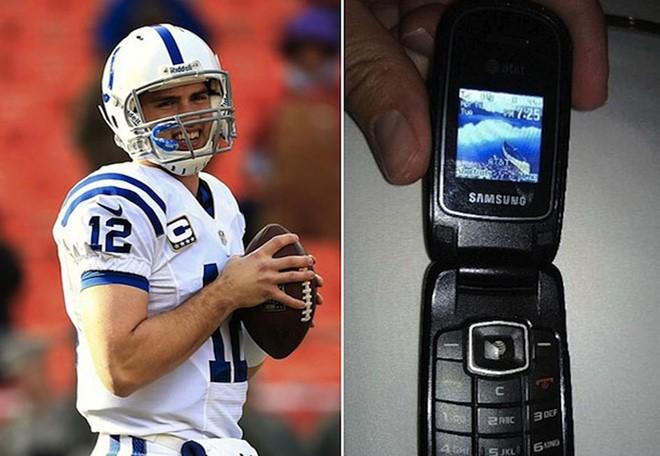 CEO Stephen Schwarzman của Quỷ Đầu tư Blackstone vẫn chuộng cái điện thoại 'thời cổ đại' Nokia 6350 - Ảnh BusinessInsider 2