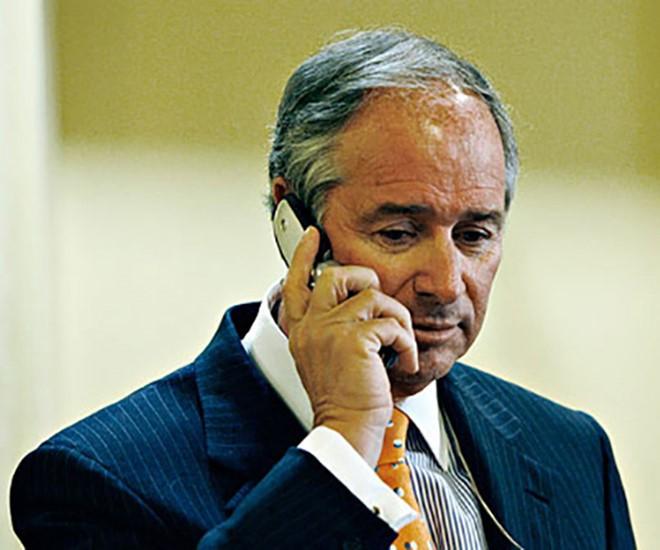 CEO Stephen Schwarzman của Quỷ Đầu tư Blackstone vẫn chuộng cái điện thoại 'thời cổ đại' Nokia 6350 - Ảnh BusinessInsider 5