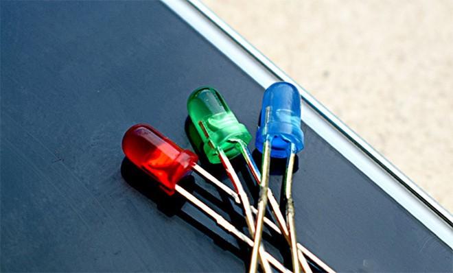 Công nghệ MicroLED còn lâu mới soán ngôi OLED? - ảnh 2