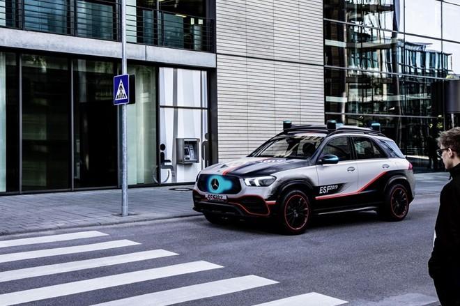 Xe hơi trong tương lai sẽ có… robot bảo vệ ảnh 10