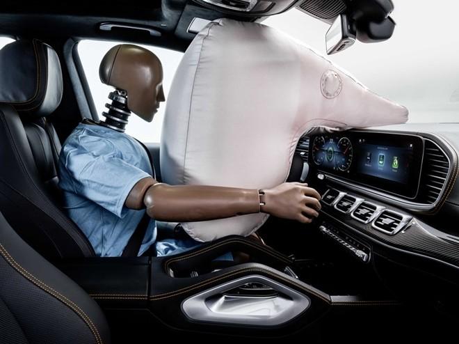 Xe hơi trong tương lai sẽ có… robot bảo vệ ảnh 4