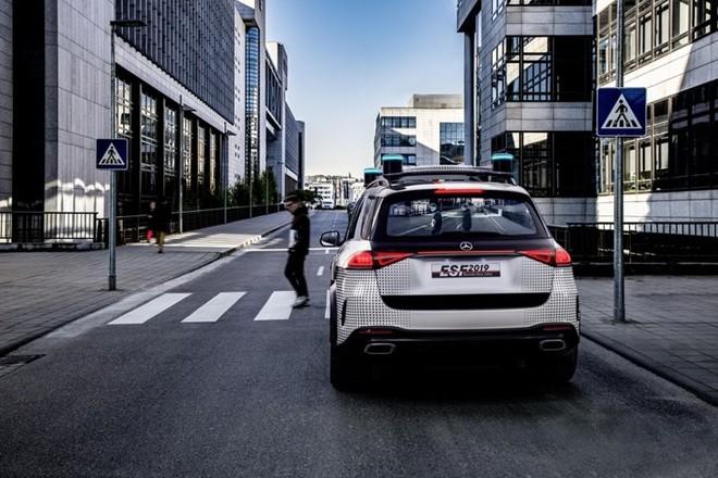 Xe hơi trong tương lai sẽ có… robot bảo vệ ảnh 6