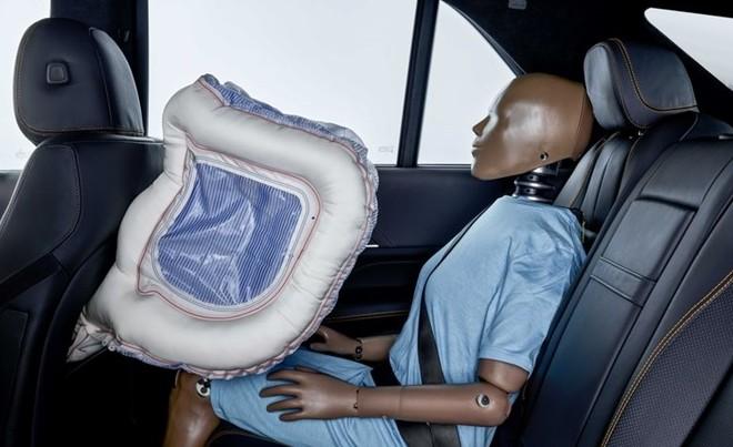 Xe hơi trong tương lai sẽ có… robot bảo vệ ảnh 1