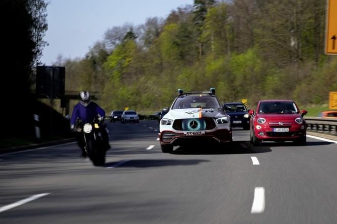 Xe hơi trong tương lai sẽ có… robot bảo vệ ảnh 8