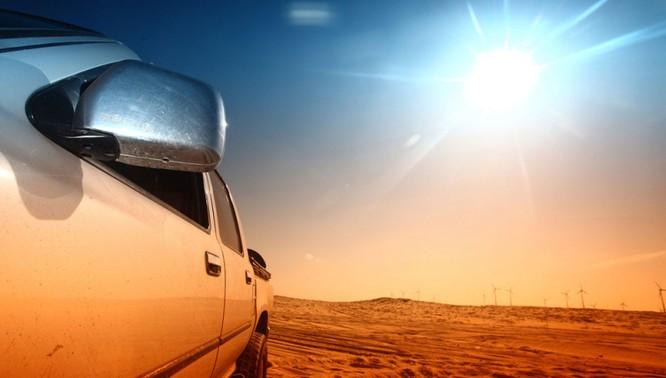 """Đỗ xe giữa trời nắng nóng, ô tô thiệt hại """"kinh khủng"""" thế nào?"""