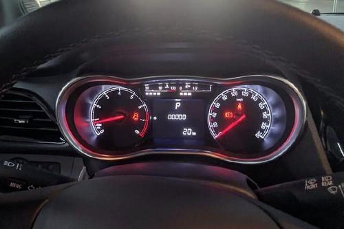 Bảng đồng hồ thể thao, tích hợp màn hình hiển thị thông tin xe.