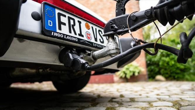 """Chuyện lạ: Độ xế Porsche cổ 30 năm tuổi để gắn thêm """"nhà mini"""" đằng sau ảnh 1"""