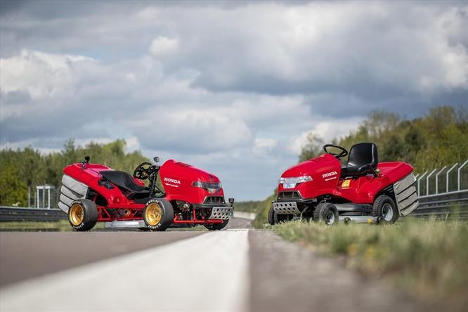 Xe cắt cỏ chạy nhanh hơn siêu xe triệu đô ảnh 1