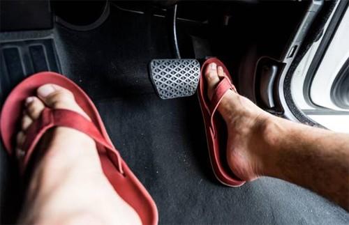 Kiểu giày an toàn khi lái ôtô ảnh 2