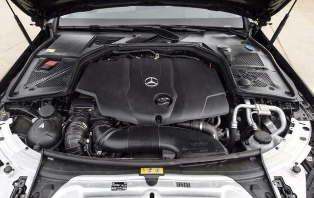 Triệu hồi 28.400 chiếc Mercedes-Benz C-Class vì nguy cơ rơi ắc-quy ảnh 1