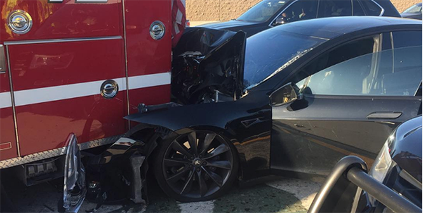 Tranh cãi nảy lửa về chế độ tự lái trên xe ô tô ảnh 1