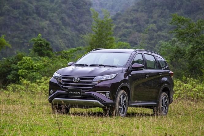 """Toyota giảm giá hàng trăm triệu để trở lại """"mặt đất"""" ảnh 1"""